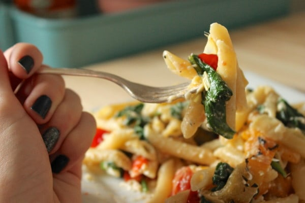 Tomato, pepper, and artichoke pasta
