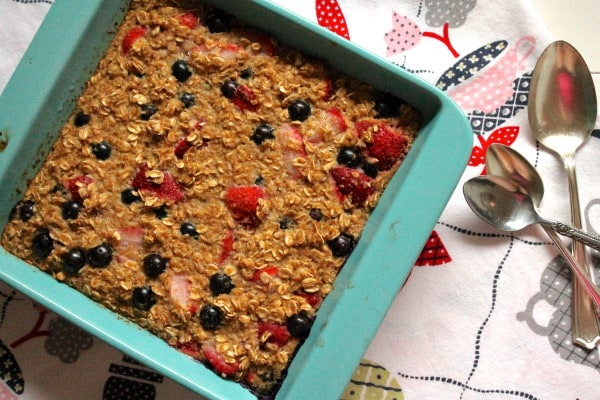 Strawberry-Blueberry Baked Oatmeal | Stephie Cooks
