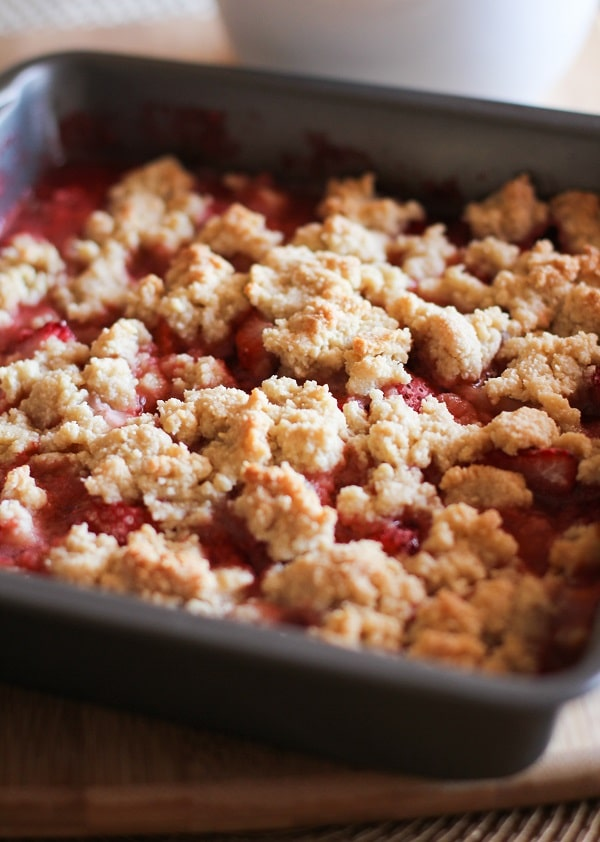 paleo_strawberry_crumble