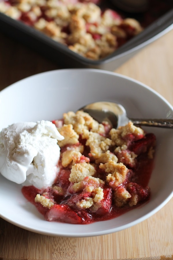 paleo_strawberry_crumble_1-1