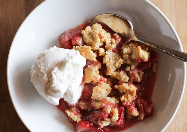 paleo_strawberry_crumble_2
