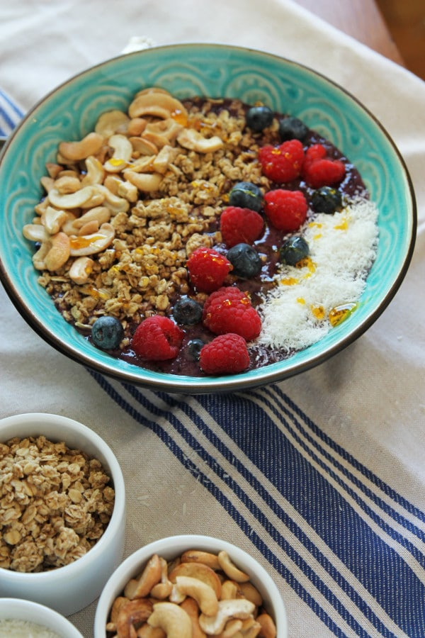 Berry and Cashew Smoothie Bowl