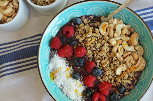 Smoothie Bowl with Berries, Cashews and Granola